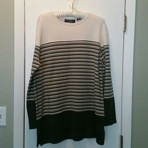 Woman's cream and grey sweater Sz L